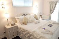 Luxury Bed and Breakfast Accommodation Suite Daylesford